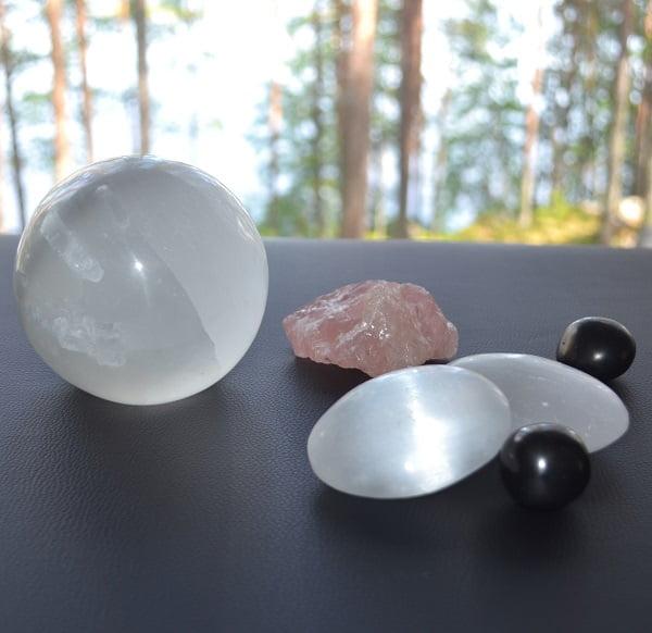 Energiahoitoa kivien kanssa