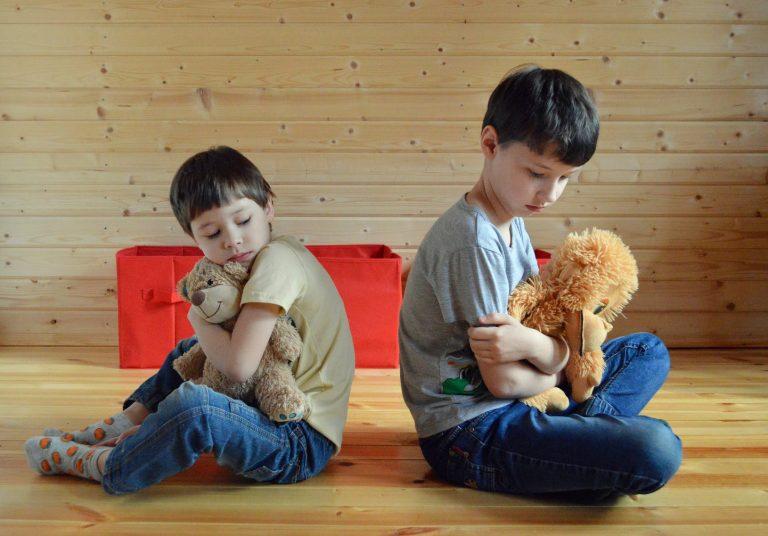niin aikuiset kuin lapsetkin mököttävät helposti loukkaantuessaan